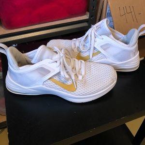 Nike Women's White Air Max Bella TR 2 Size 7.5